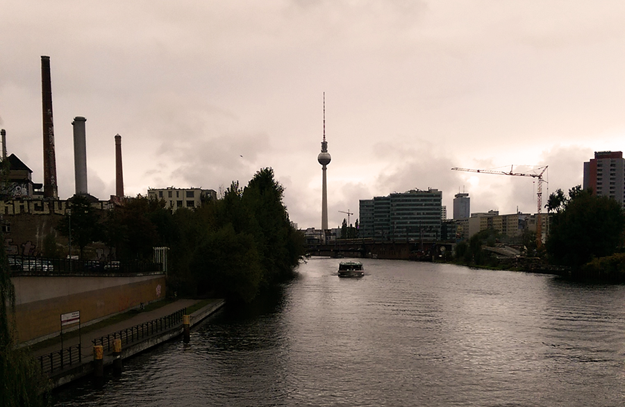 digital-nomad-alexanderplatz-travel-berlin-resized