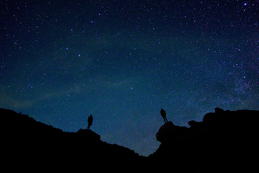 resized-unsplash-wil-stewart-men-stars-silhouette